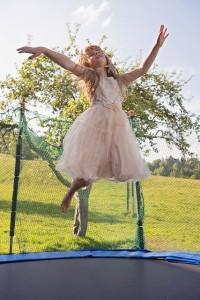 Natürlich soll der Sprungspaß nicht zu kurz kommen – ein Gartentrampolin sorgt für ordentlichen Schwung